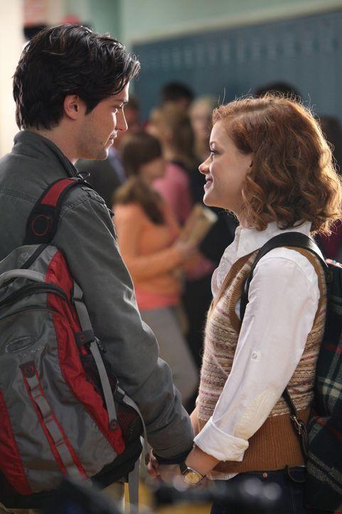 Genießt es, Dalia damit vorzuführen, dass sich Scott Strauss (Thomas McDonell, l.) für sie entschieden hat: Tessa (Jane Levy, r.) - Bildquelle: Warner Brothers