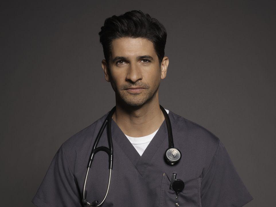 (1. Staffel) - Versucht, immer die medizinisch beste Lösung für seine Patienten zu finden: Dr. Neal Hudson (Raza Jaffrey) ... - Bildquelle: Kurt Iswarienkio 2015 ABC Studios