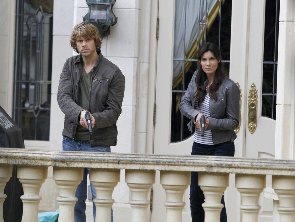 Bei den Ermittlungen in einem neuen Fall: Kensi (Daniela Ruah, r.) und Deeks (Eric Christian Olsen, l.) ... - Bildquelle: CBS Studios Inc. All Rights Reserved.