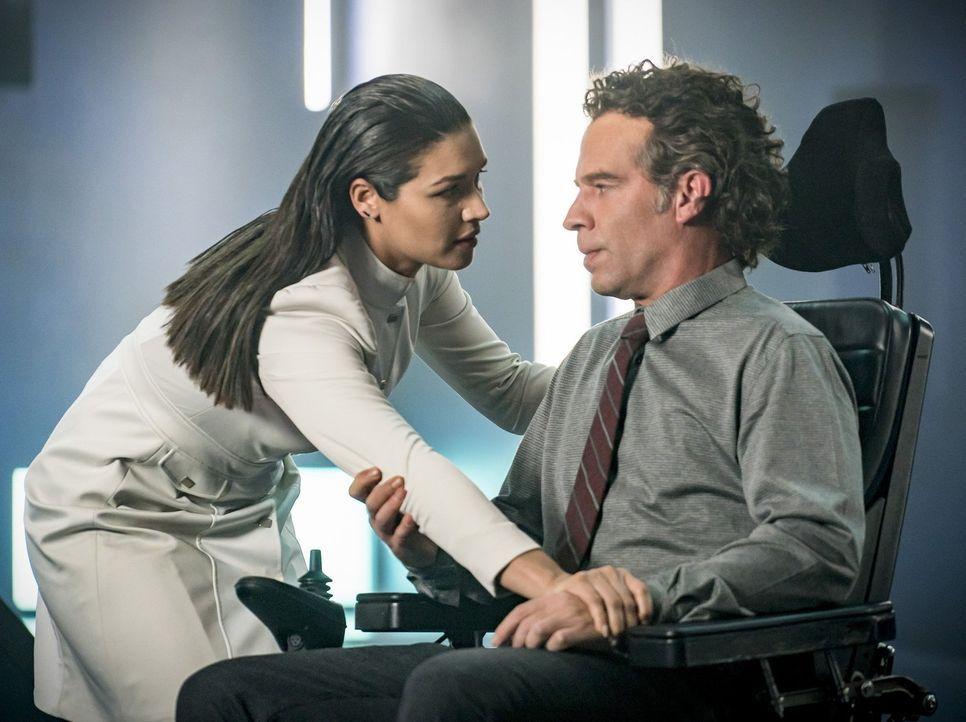 Was wird der nächste Schritt von Marlize (Kim Engelbrecht, l.) und Clifford (Neil Sandilands, r.) sein? - Bildquelle: 2017 Warner Bros.