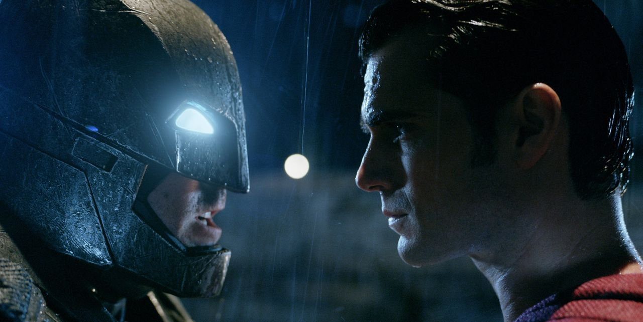Batman-vs-Superman-Dawn-of-Justice-13-WARNER-BROS-ENTERTAINMENT-INC - Bildquelle: 2015 Warner Bros. Entertainment Inc., Ratpac-Dune Entertainment LLC and Ratpac Entertainment, LLC