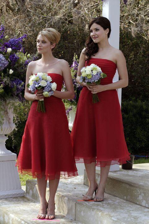 Nach ihrem Geständnis ist Brooke (Sophia Bush, r.) völlig außer sich und kündigt Peyton (Hilarie Burton, l.) die Freundschaft ... - Bildquelle: Warner Bros. Pictures