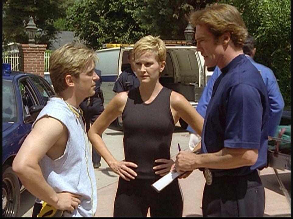 Steve (Barry Van Dyke, r.) befragt Jesse (Charlie Schlatter, l.) und die Joggerin Betsy, die vergeblich versucht hatten, einen Selbstmörder wiederz... - Bildquelle: Viacom