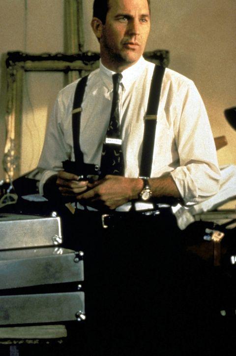 Er ist der Beste, doch diesen Auftrag nimmt er nicht gerne an: Frank Farmer (Kevin Costner) soll eine komplizierte Sängerin beschützen. - Bildquelle: Warner Bros.