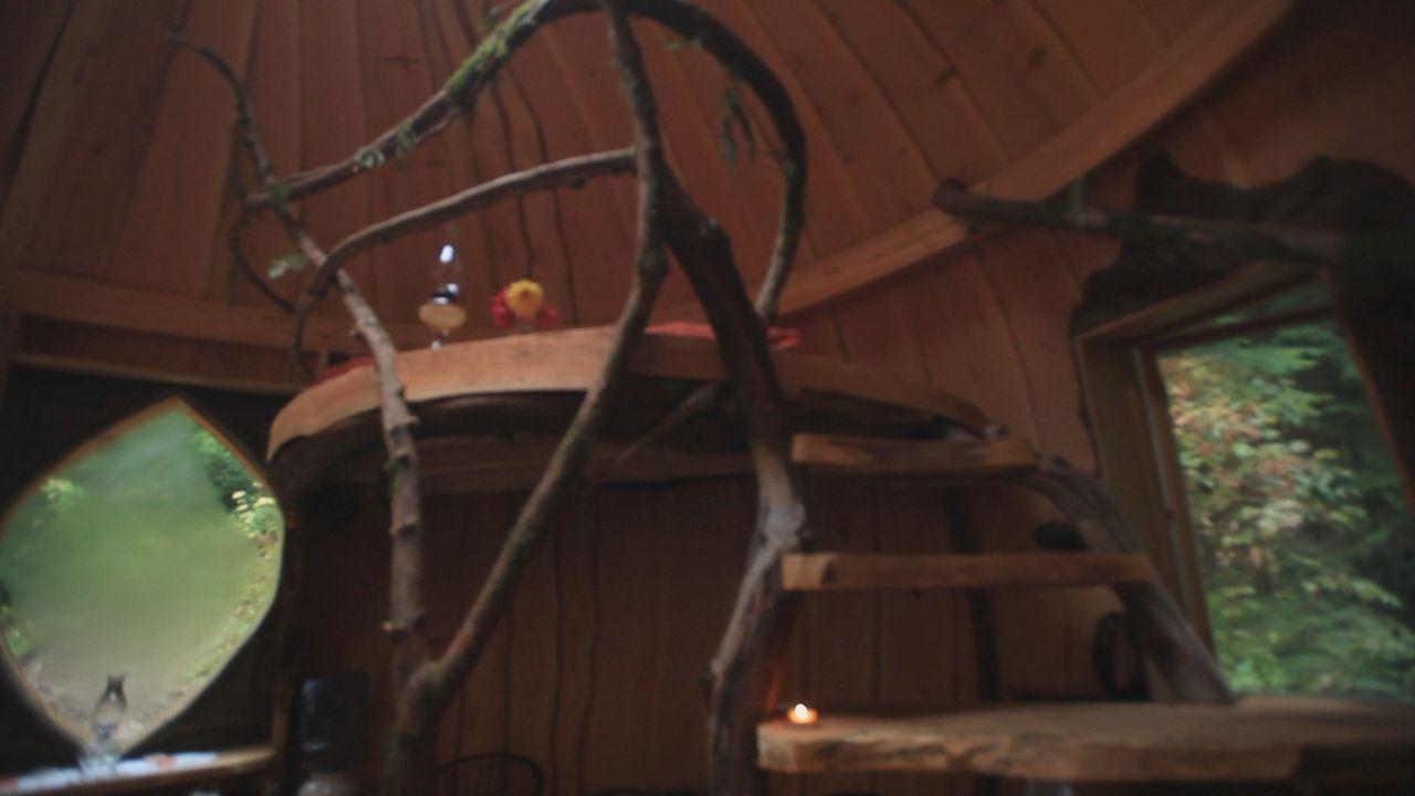 Klein, aber nur aus natürlichen Baustoffen gefertigt: das Lehmhaus ... - Bildquelle: 2015,DIY Network/Scripps Networks, LLC. All Rights Reserved