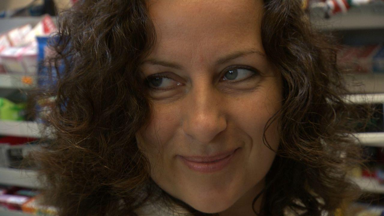 Die 38-jährige Arztgattin Victoria Hochfeld ist gefangen in einem goldenen Käfig. Reich, aber ungeliebt. Dann lernt sie einen jüngeren Mann kenne... - Bildquelle: SAT.1