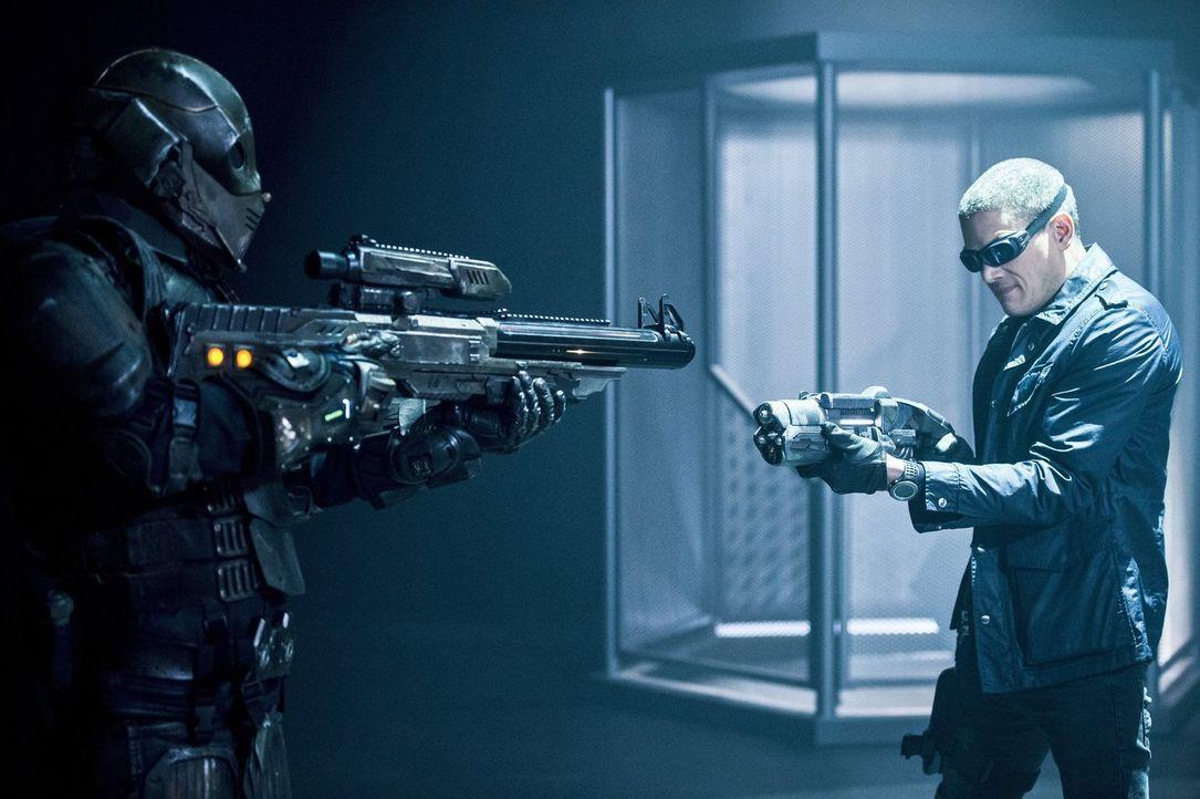 Muss Snart (Wentworth Miller, r.) erneut gegen seinen eigentlichen Freund Mick alias Chronos (Dominic Purcell, l.) kämpfen? - Bildquelle: 2015 Warner Bros.