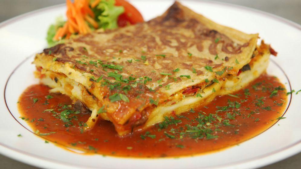Lachs-Gemüse-Lasagne - Bildquelle: dpa / Picture Alliance