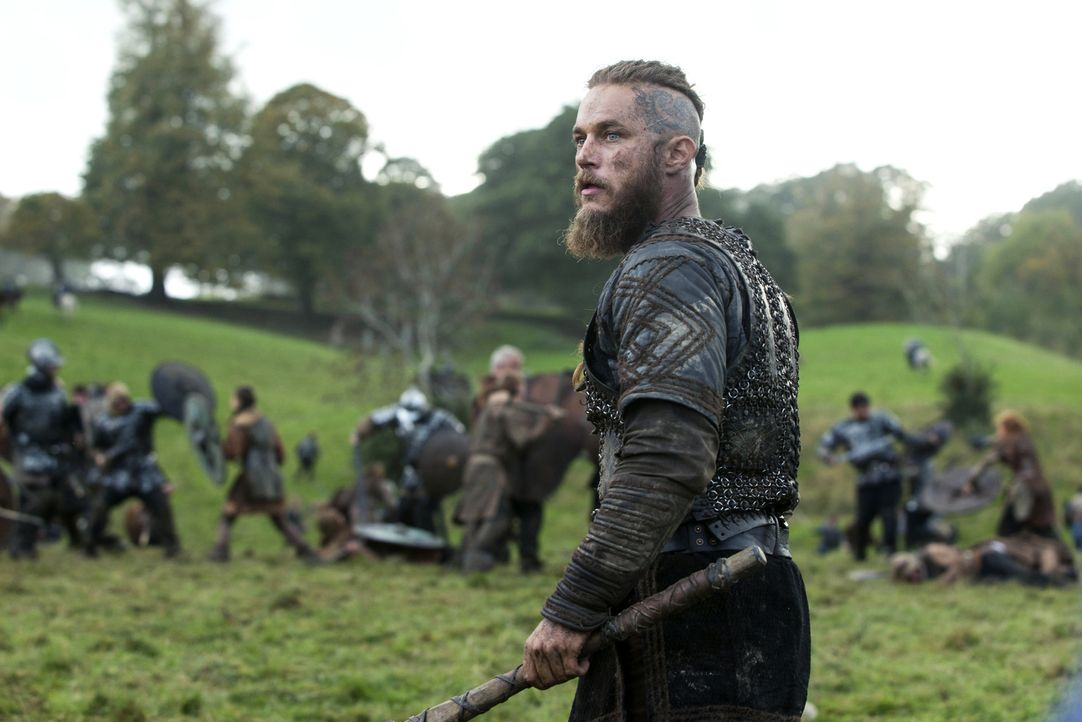 König Ecbert schwört Rache, nachdem Ragnar (Travis Fimmel) und seine Krieger seine Eskorte kaltblütig niedergemetzelt hat ... - Bildquelle: 2014 TM TELEVISION PRODUCTIONS LIMITED/T5 VIKINGS PRODUCTIONS INC. ALL RIGHTS RESERVED.