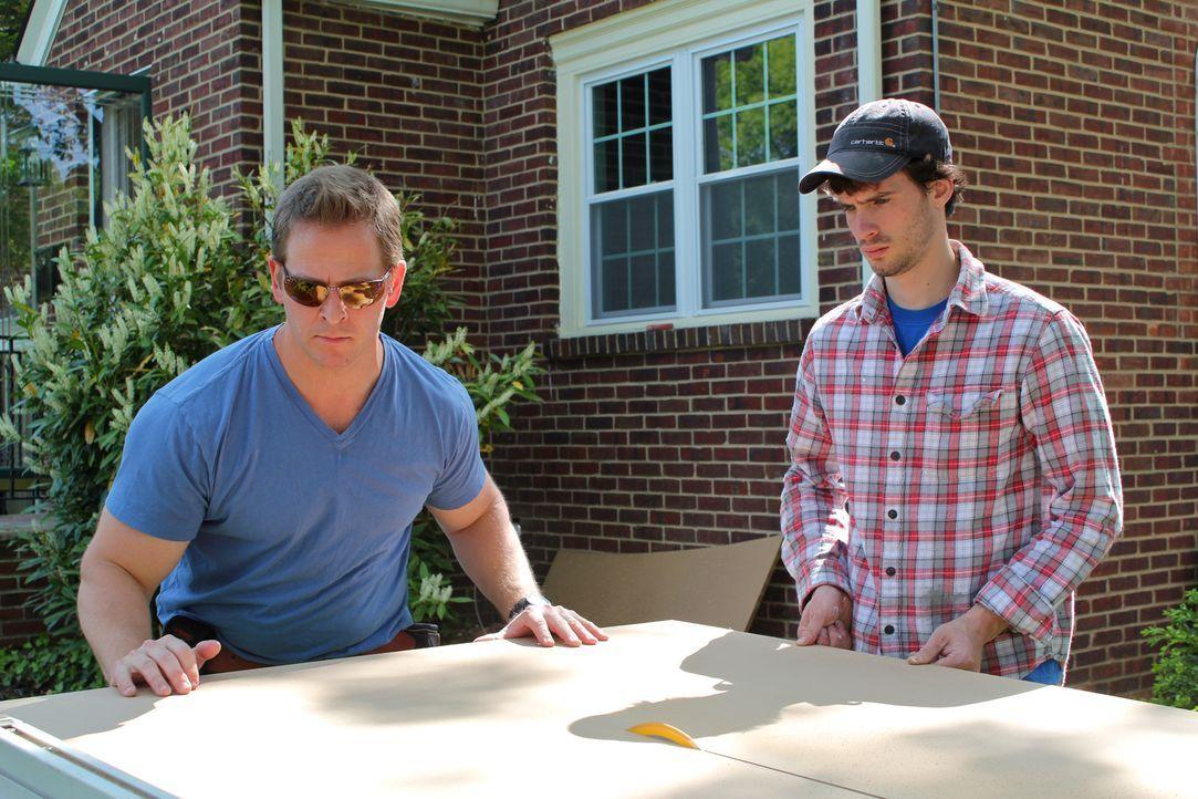 Wenn echte Kerle ihren eigenen Rückzugsort im Haus benötigen, sind Tony Siragusa und Jason Cameron (l.) zur Stelle und bauen originelle Männerreiche... - Bildquelle: DIY Network/Scripps Networks, LLC. All Rights Reserved.