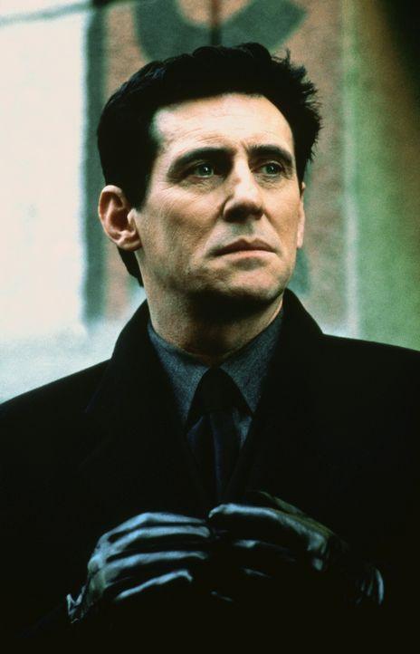 Das Böse (Gabriel Byrne) ist - in Gestalt eines seriösen Geschäftsmannes - aus der Hölle emporgestiegen, um eine unheilige Ehe zu vollziehen ...