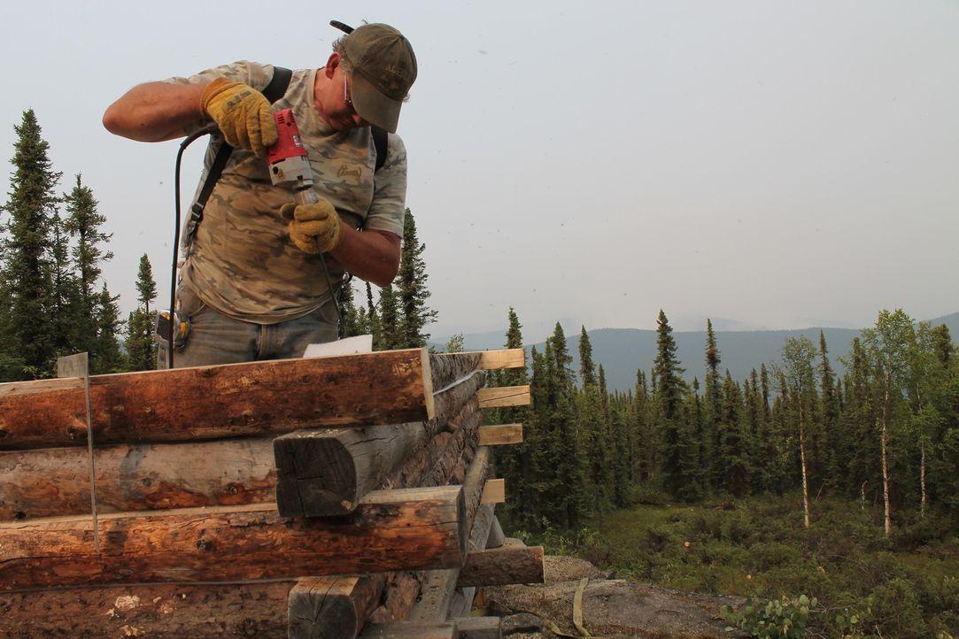 Jeff Ward hat in Alaska schon an vielen verlassenen Orten Häuser hochgezogen, nun hilft er seinem Sohn Bryce eines am Nordpol zu bauen ... - Bildquelle: 2015, DIY Network/Scripps Networks, LLC. All Rights Reserved.