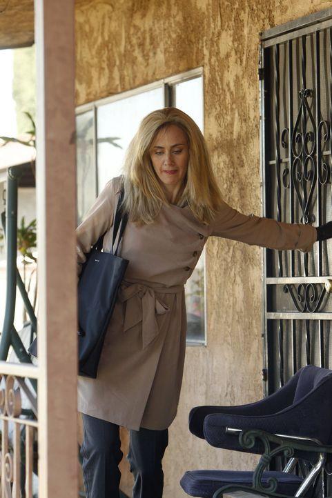 Hat Amy Barron (Diane Farr) etwas mit dem Fall zu tun, in dem Patrick gerade ermittelt? - Bildquelle: Warner Bros. Television