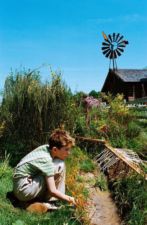 Um das Grundstück seiner Großmutter vor einem fiesen Immobilienhai zu retten, muss Arthur (Freddie Highmore) den geheimen Schatz seines vor Jahren... - Bildquelle: TOBIS Film