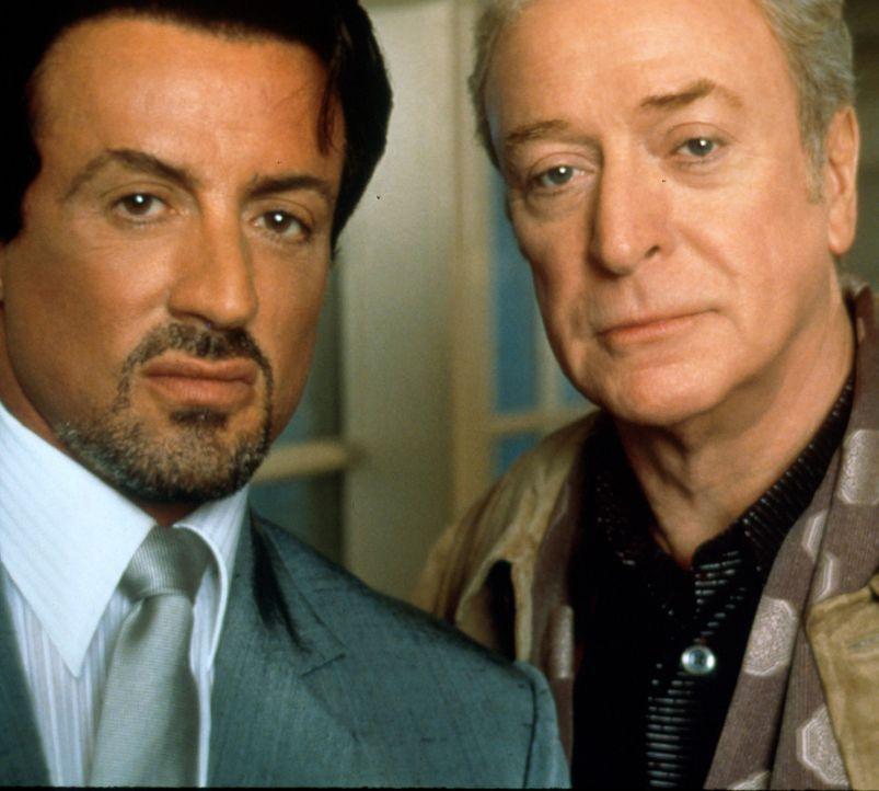 Ein erfolgreiches Team: Jack Carter (Sylvester Stallone, l.) und Cliff Brumby (Michael Caine, r.) jagen Richies Mörder. - Bildquelle: Warner Bros.