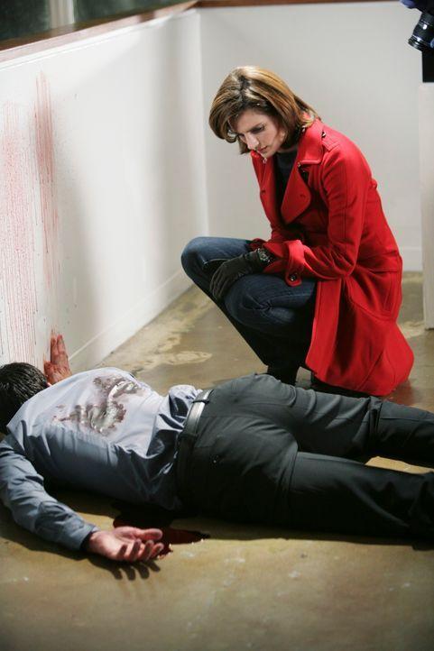 Ein Galeriebesitzer wird ermordet aufgefunden. Kate (Stana Katic) nimmt den Tatort genau unter die Lupe. - Bildquelle: ABC Studios