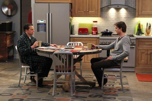 Two and a Half Men - Müssen den Valentinstag gemeinsam verbringen, da ein Stu...