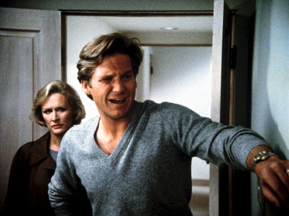 Teddy (Glenn Close, l.) ist sich langsam nicht mehr so sicher, ob Jack (Jeff Bridges, r.) ihre Liebe zu ihm nur ausnutzt ... - Bildquelle: Columbia Pictures
