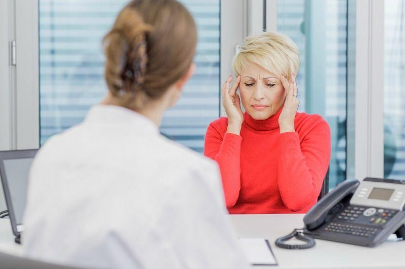 Du wirst häufig von Kopfschmerzen geplagt? Damit bist du weitaus nicht allei... - Bildquelle: dpa - Picture Alliance