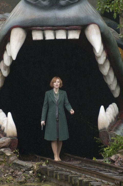 """""""Und der Haifisch, der hat Zähne"""", doch CIA-Agentin Marissa Wiegler (Cate Blanchett) verfügt über einige Killer und etliche Waffenarsenale, die s... - Bildquelle: 2011 Focus Features LLC. All Rights Reserved."""