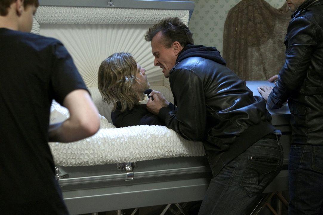 Geht Franks (William H. Macy, M.) Plan auf und er entgeht dem Gangster Rod (Robert Knepper, r.)? - Bildquelle: 2010 Warner Brothers