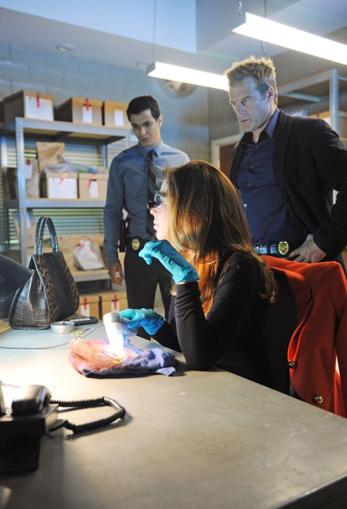 Zusammen mit Tommy Sullivan (Mark Valley, r.) und Adam Lucas (Elyes Gabel, l.) ist Megan (Dana Delany, M.) einem Serienkiller auf der Spur ... - Bildquelle: ABC Studios