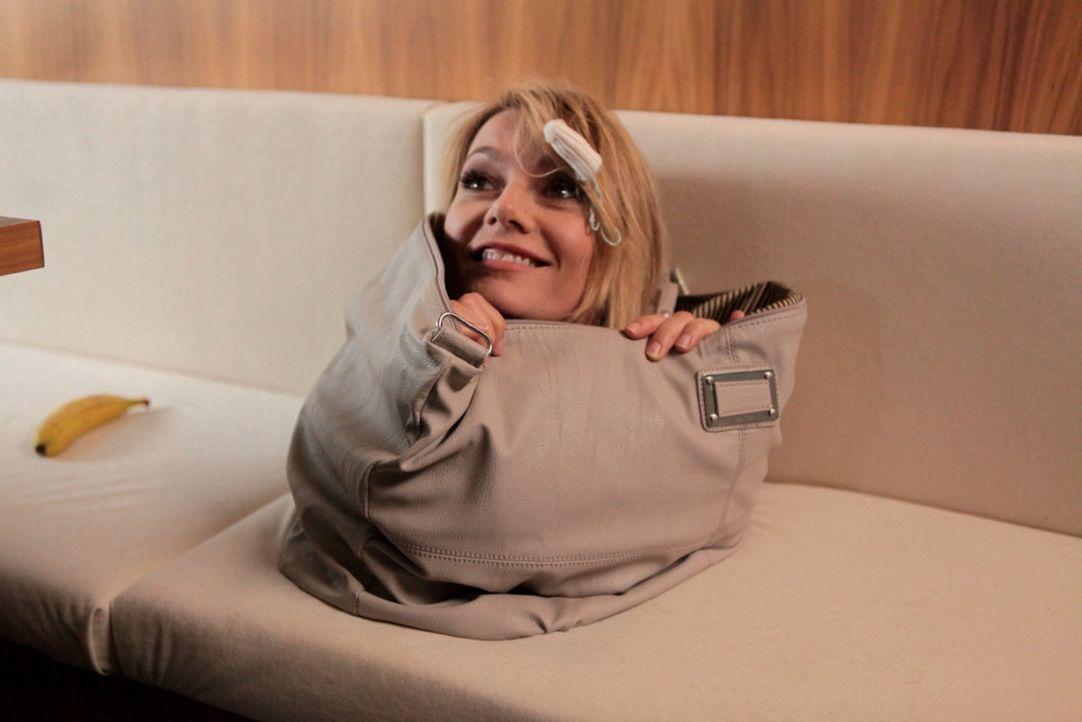 (1. Staffel) - Martina Hill skizziert altbekannte Frauen-Klischees - mal als Femme Fatale oder fatal peinliche Freundin - und führt diese hemmungslo... - Bildquelle: Marco Musienko SAT.1