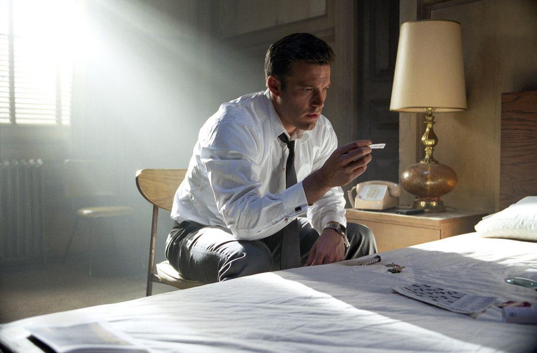 Nach der Gehirnwäsche will Michael (Ben Affleck) sein sauer verdientes Geld abholen, doch er bekommt lediglich einen Umschlag mit 19 wertlosen Uten... - Bildquelle: 2003 by Dreamworks Productions LLC and Paramount Pictures Corporation. All rights reserved.