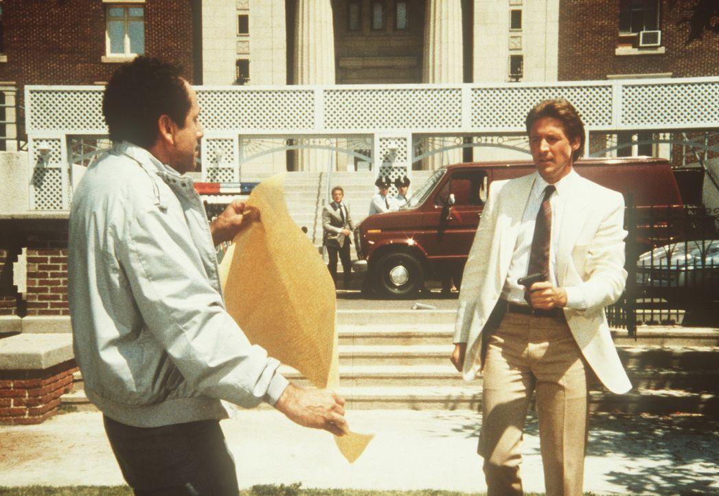Der Terrorist Necci (Pierrino Mascarino, l.) benutzt die amerikanische Unabhängigkeitserklärung als Druckmittel gegen Lee (Bruce Boxleitner, r.) ...