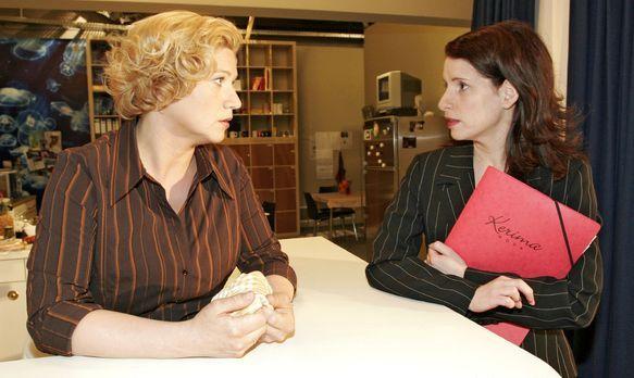Verliebt in Berlin - Agnes (Susanne Szell, l.) tut Inka (Stefanie Höner, r.)...