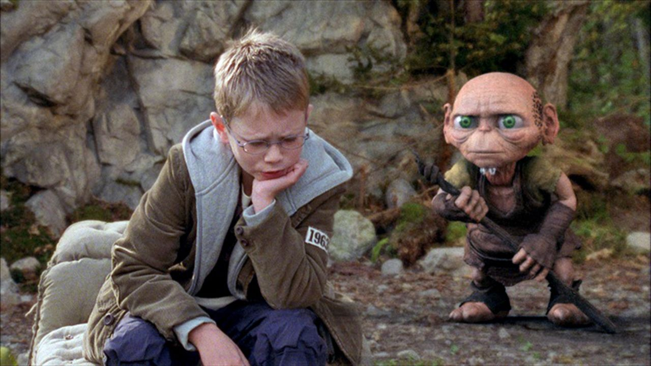 Auf der Suche nach seinem Vater lernt Tim (Lukas Schust, l.) den kauzigen Druiden Oki kennen ... - Bildquelle: Sat.1
