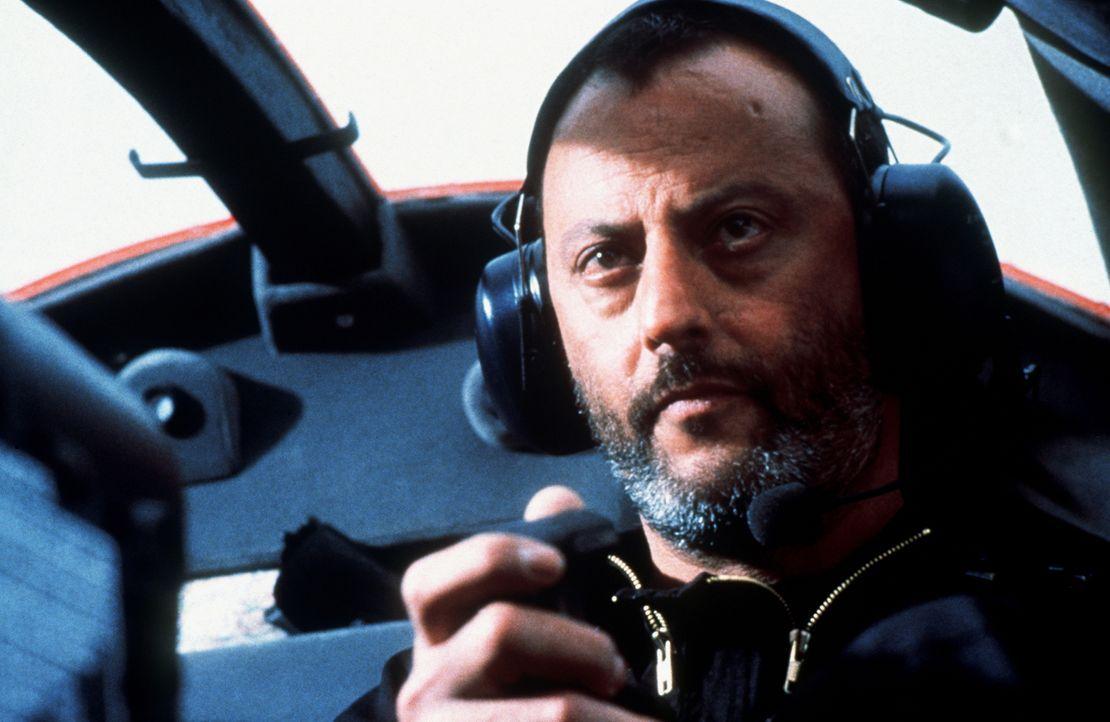 Gemeinsam mit Claire und den beiden Ex-Agenten Luther und Krieger (Jean Reno) plant Ethan den großen Coup: Eine Diskette mit den Codenamen aller Top... - Bildquelle: Paramount Pictures