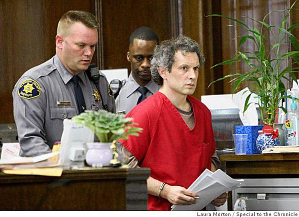 Familiendrama vor Gericht: Der begabte Computerprogrammierer Hans Reiser (r.) aus Oakland/USA wird verdächtigt, seine russische Exfrau Nina getötet... - Bildquelle: MMXII World Media Rights Limited