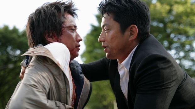 Auf den brutalen Mädchenmörder Kunihide Kiyomaru (Tatsuya Fujiwara, l.), der...