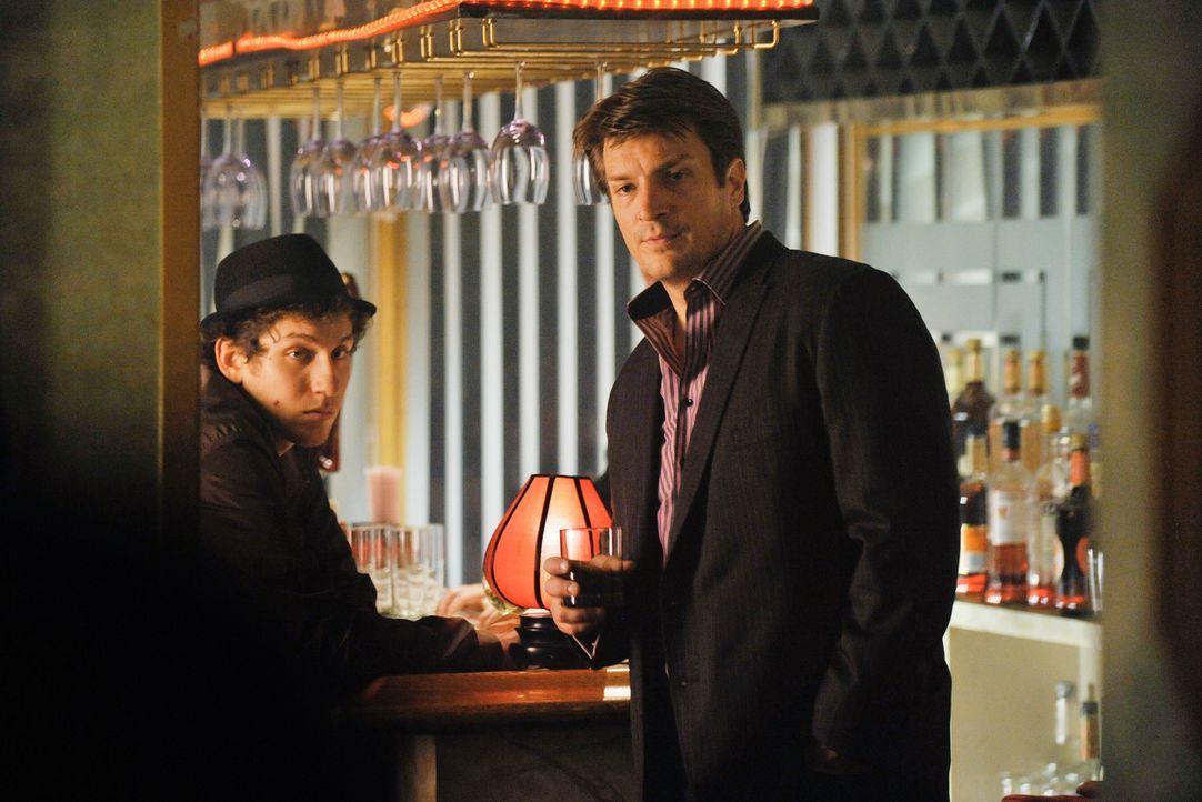 Ein Mordfall in Mafiakreisen bringt Richard Castle (Nathan Fillion, r.) dazu, sich direkt undercover in die Höhle des Löwen zu begeben. - Bildquelle: ABC Studios