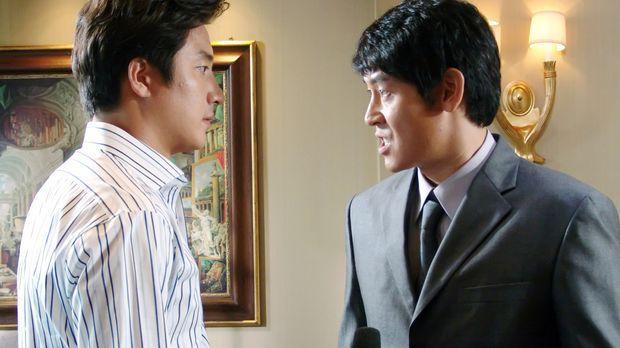 Schon bald erkennt Staatsanwalt Chul-jung Kang (Kyung-gu Sol, r.), dass aus d...