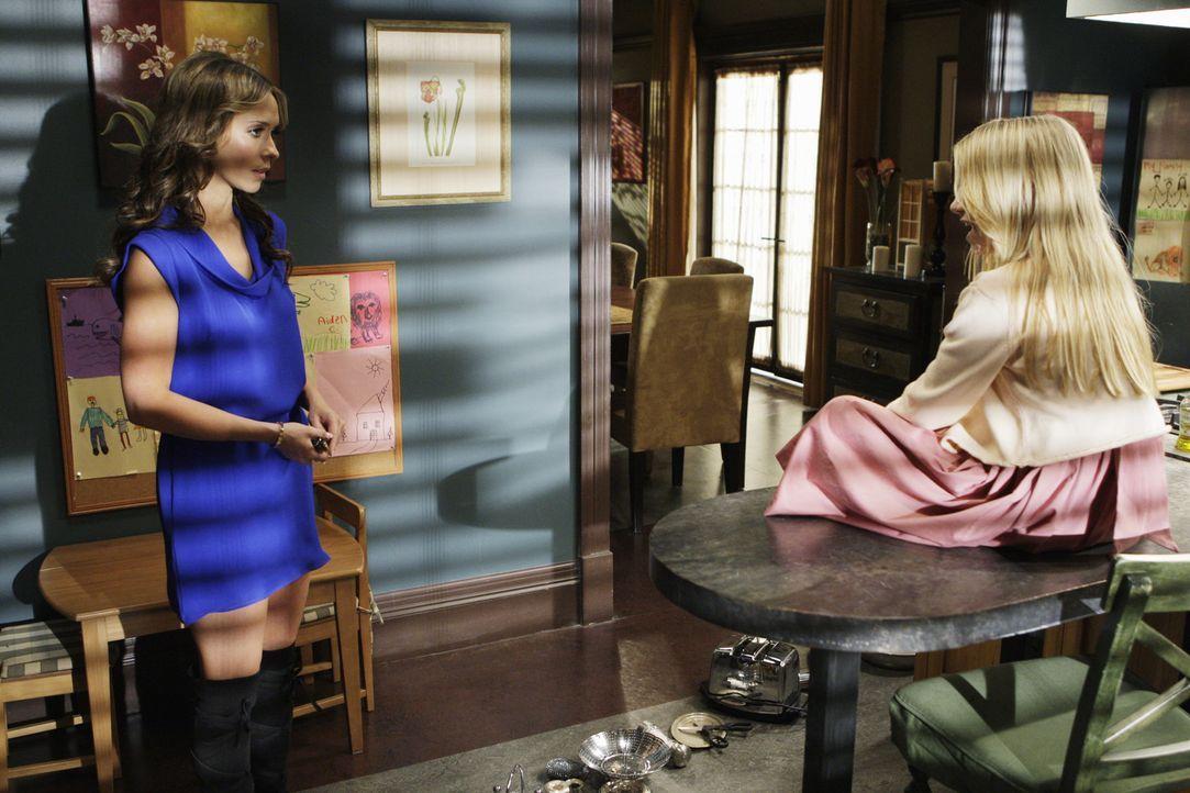 Kann Melinda (Jennifer Love Hewitt, l.) Julia (Madison Leisle, r.) endlich dazu bewegen, ins Licht zu gehen? - Bildquelle: ABC Studios
