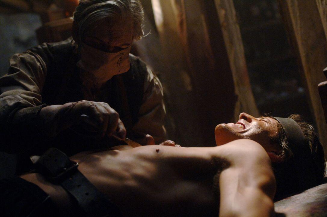 Sam (Jared Padalecki, r.) ist selbst in die Fänge des grusligen Doc Benton (Billy Drago, l.) geraten. Wird er noch rechtzeitig gerettet werden kön... - Bildquelle: Warner Bros. Television