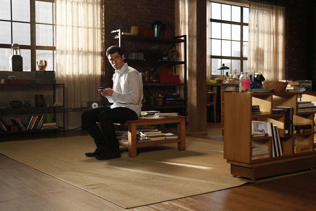 Gerät mit Nick in einen erbitterten Konkurrenzkampf: Schmidt (Max Greenfield) ... - Bildquelle: 20th Century Fox