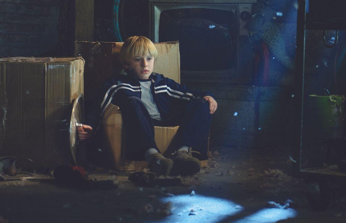 Seine Neugier wird ihm zum Verhängnis: Lucas (Nathan Gamble) ... - Bildquelle: 2009 Ed Araquel/Bold FIlms