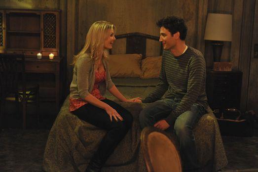 How I Met Your Mother - Ted (Josh Radnor, r.) plant ein romantisches Wochenen...
