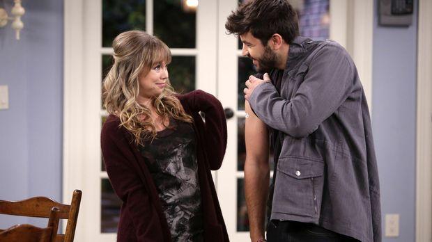 Mike steht zwischen Kristin (Amanda Fuller, l.) und Ryan (Jordan Masterson, r...