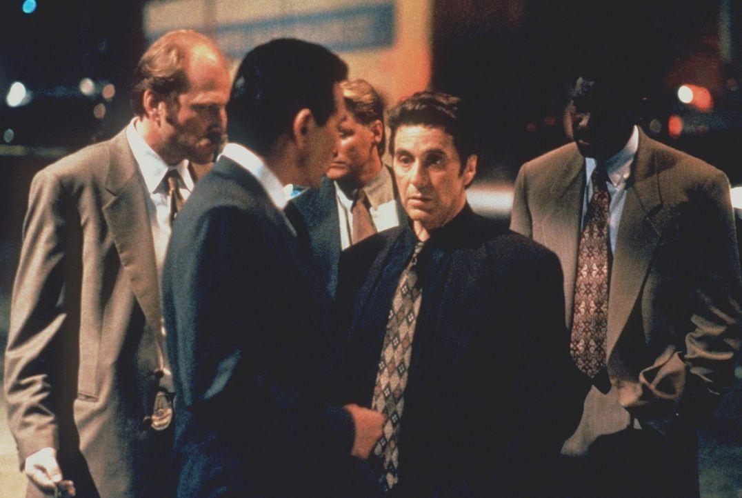 Zwei Perfektionisten stehen sich gegenüber: Der Boss des organisierten Verbrechens und der beste Leutnant der Stadt, Vincent Hanna (Al Pacino, 2.v.... - Bildquelle: Warner Bros.