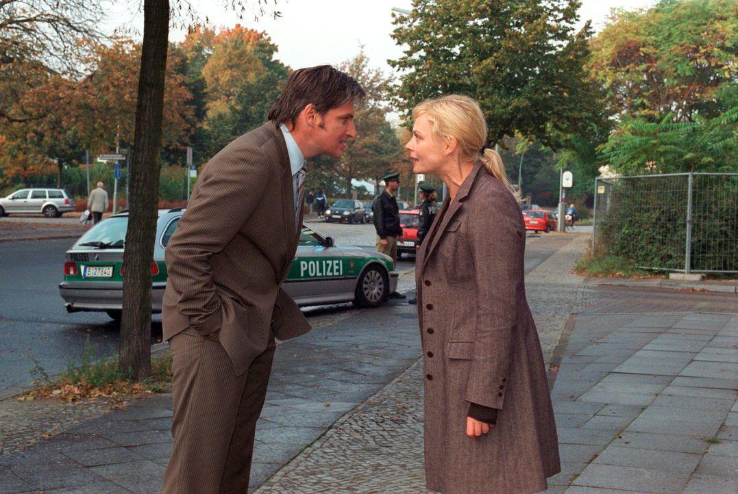 Es kommt zum Streit, da Marc (Stefan Jürgens, l.) die Befürchtungen seiner Frau (Susanna Simon, r.) nicht ernst nimmt ... - Bildquelle: Susan Skelton Sat.1