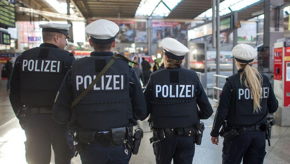 Sicherheit am Bahnhof– Bundespolizei und SOD im Einsatz - Bildquelle: dpa