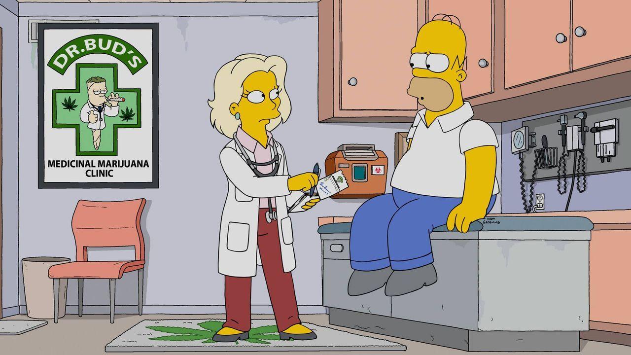 Das Benehmen von Marge macht Homer (r.) krank und treibt in den Wahnsinn. Er bringt es einfach nicht über sich, für das Familienschwein ein neues zu... - Bildquelle: 2016-2017 Fox and its related entities. All rights reserved.