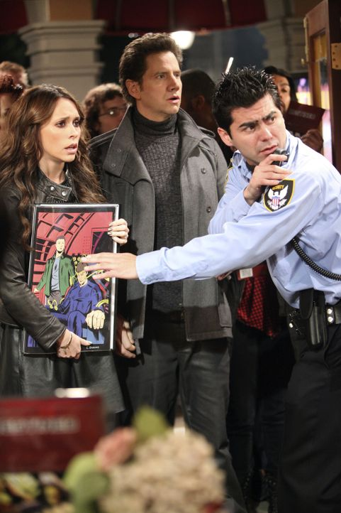 Melinda (Jennifer Love Hewitt, l.) und Eli (Jamie Kennedy, M.) wollen den berühmten Comic- Zeichner Damon Weaver zur Rede stellen ... - Bildquelle: ABC Studios