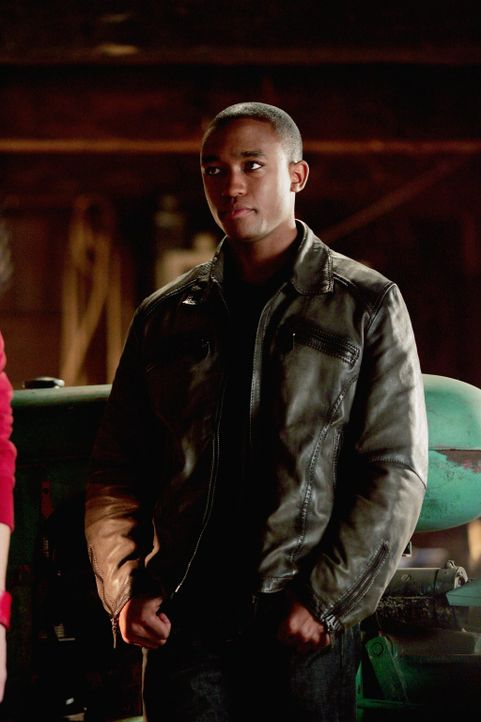 Cyborg (Lee Thompson Young) ist halb Mensch und halb Maschine. Zusammen mit der Justice League will er Lex Luther stoppen ... - Bildquelle: Warner Bros.