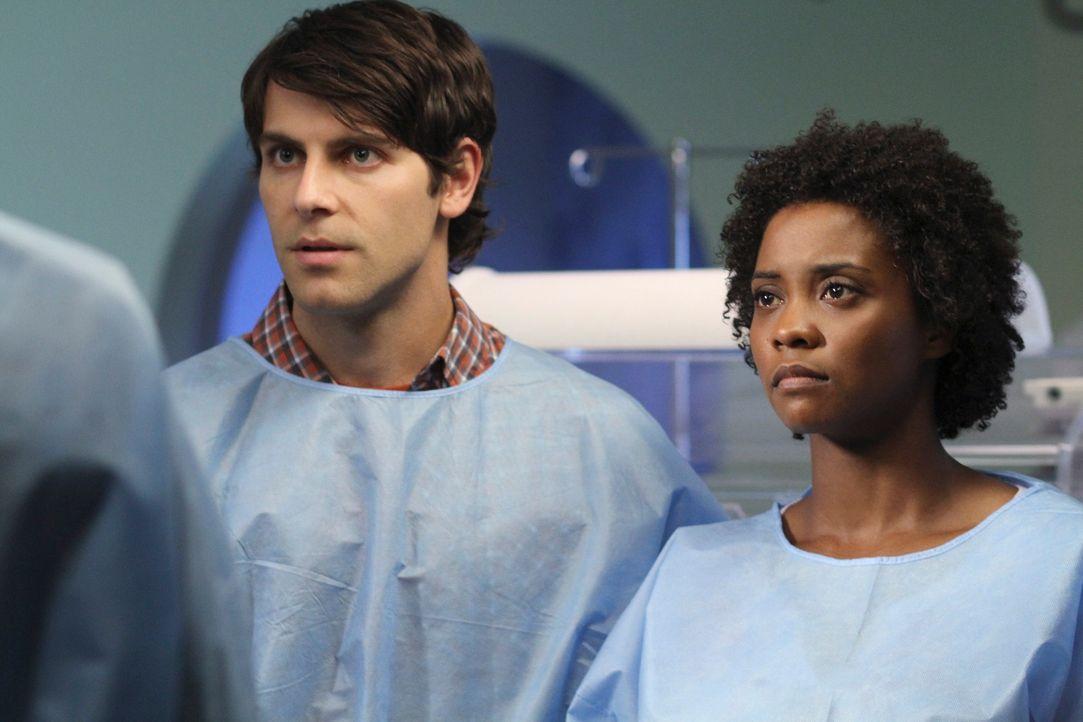 Machen sich große Sorgen um ihr Baby: Daniel (David Giuntoli, l.) und Tracy (Linara Washington, r.) ... - Bildquelle: ABC Studios