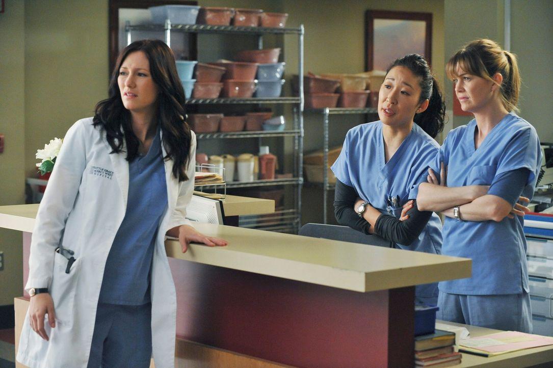 Während Callie und Owen den jungen Randy behandeln, der schwer verletzt ist, können Lexie (Chyler Leigh, l.), Cristina (Sandra Oh, M.) und Meredith... - Bildquelle: ABC Studios